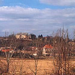 Burgscheidungen mit Schloß im Hintergrund